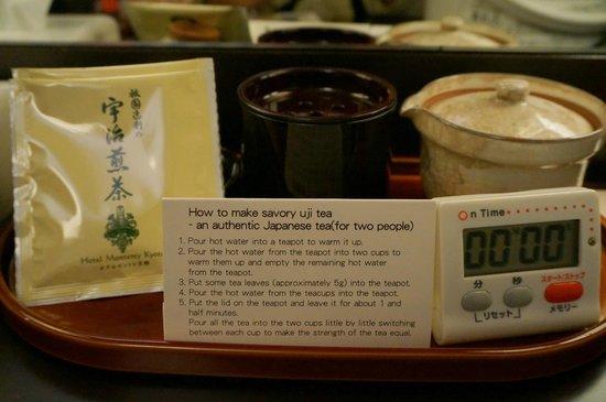 Hotel Monterey Kyoto: Tea making facility