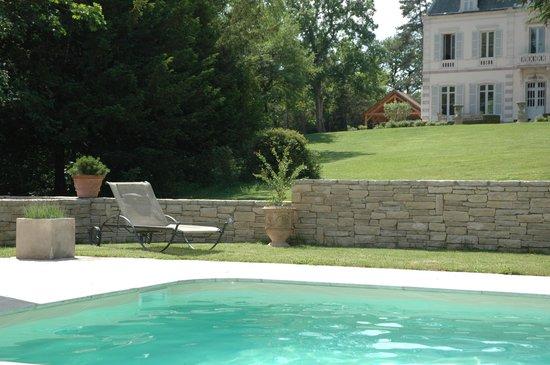 Evidence Maison d'Hôtes : Depuis la piscine