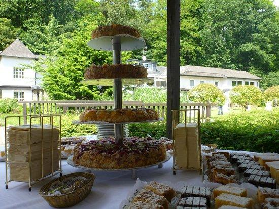 Romantik Waldhotel Mangold : Hochzeitsempfang auf dem Außengelände