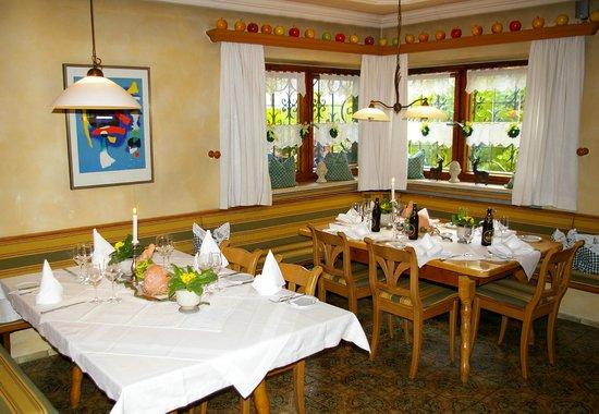 Hotel Jägerhof: Restaurant - Stube