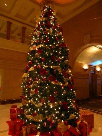 The Peninsula New York: Christmas Tree In Hotel Lobby