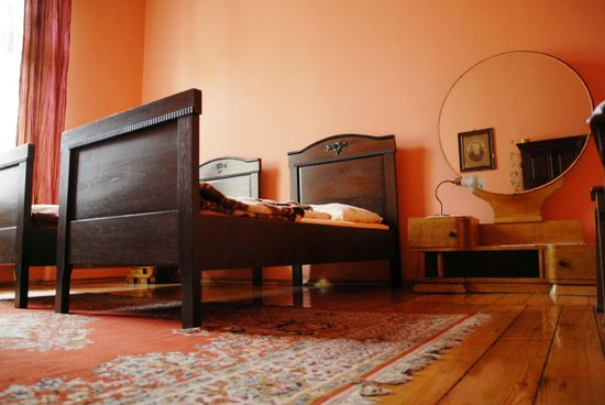 Hostel Mleczarnia : Room with the round mirror(double ensuite)
