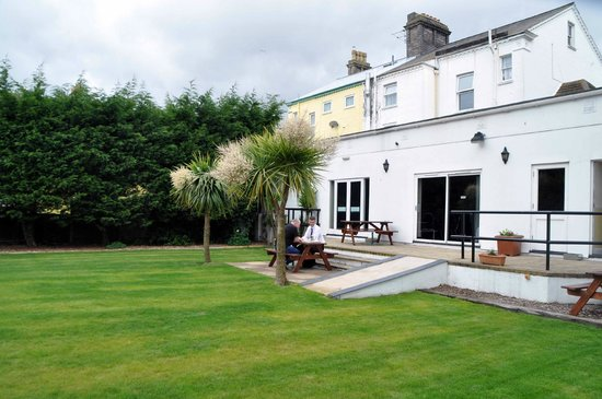Comfort Hotel Great Yarmouth: Enclosed gardens - marquee weddings catered for.