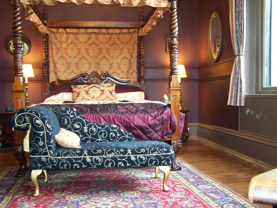 The Retreat Castle Rooms: Four Poster Room