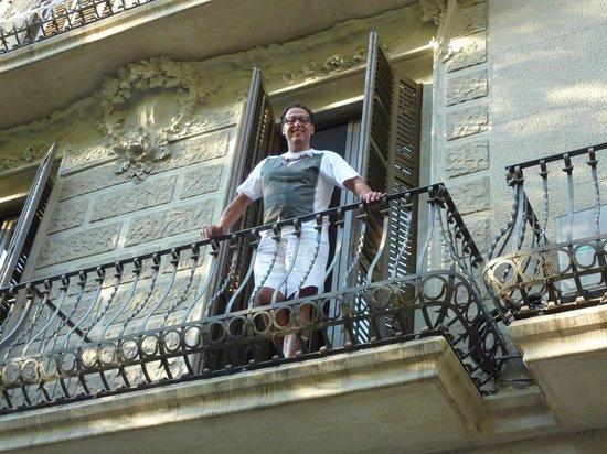 Barcelona Rooms: Op mijn balkon van mijn appartement