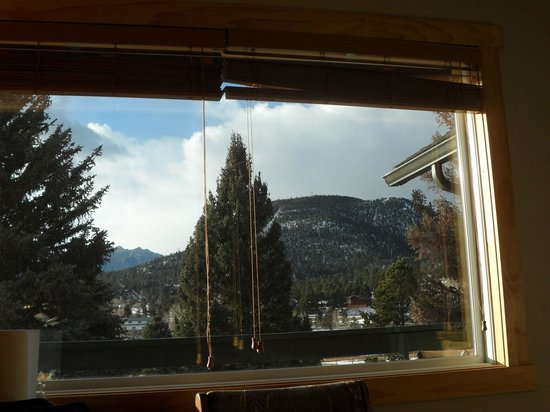 Discovery Lodge: This is what I seen when I went to sleep and woke for the morning