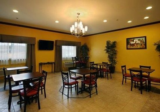 Comfort Inn & Suites Byram: Breakfast Sitting Area