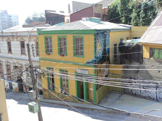 Hostal Girasoles : Vista de la fachada del hostal desde la calle