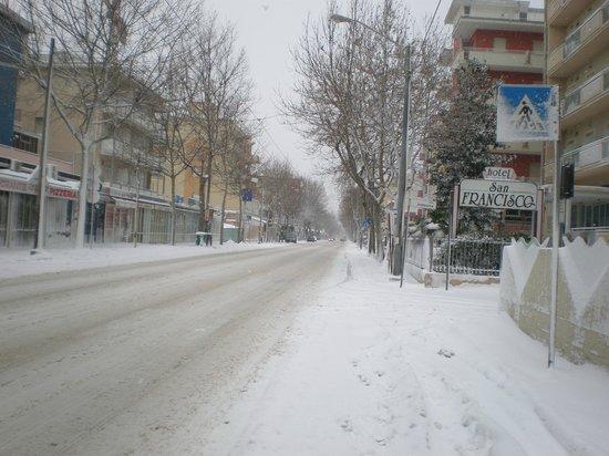 The Sombrero Hotel: rivazzurra con la neve