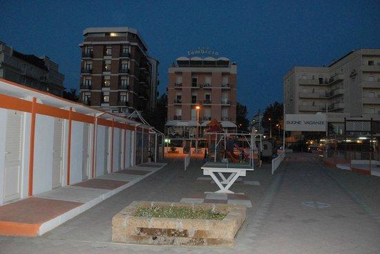 The Sombrero Hotel: la spiaggia e l'Hotel disera