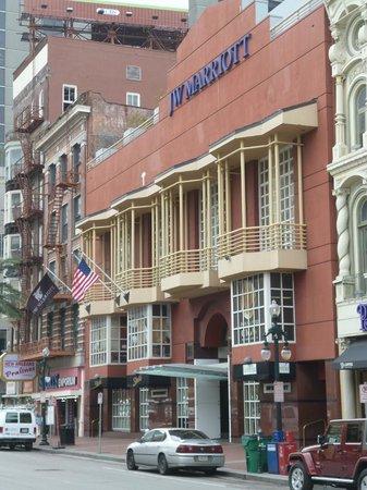 JW Marriott New Orleans: Entrata dell'hotel da Canal Street