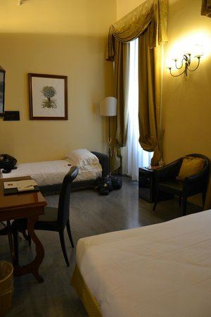 Hotel River: Stanza (il terzo letto)