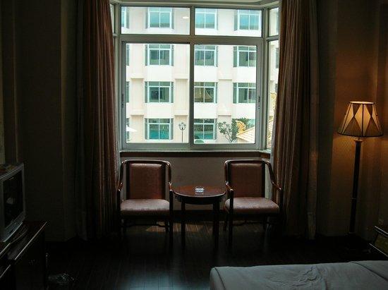 Phnom Penh Hotel: room interiors