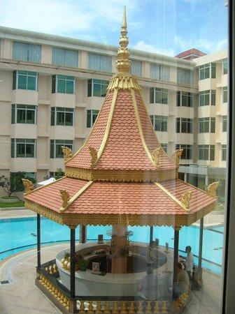 Phnom Penh Hotel: swimming pool