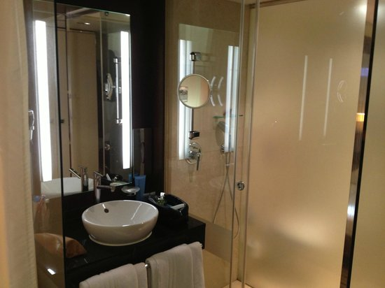 Park Inn by Radisson Berlin Alexanderplatz: bagno