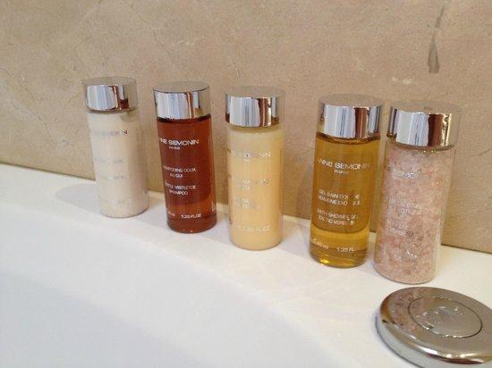 THE 4ROOMS: Косметика в ванной