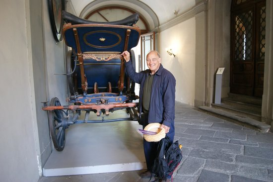 Museo Nazionale di Palazzo Mansi : Carriage in entry way to Mansi Museum.