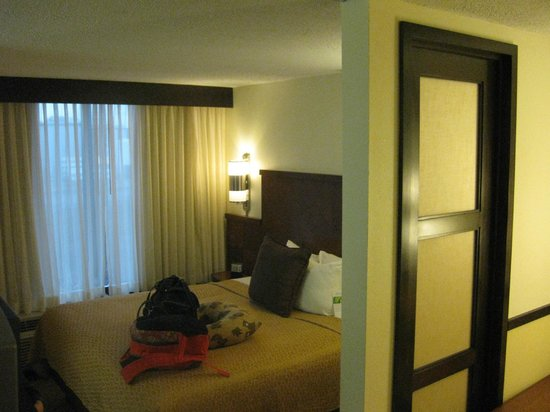 Hyatt Place Pittsburgh/Airport: bed