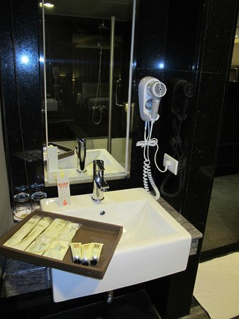 Byeyer Hotel: Bathroom