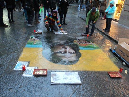 Hotel Le Due Fontane: street artist (near hotel)
