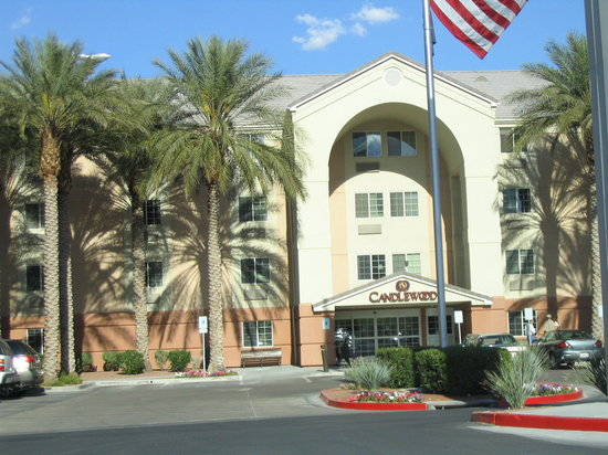 Candlewood Suites Las Vegas: Hotel front