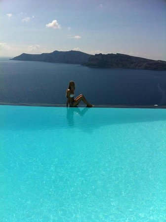 Perivolas: Incredible view from the pool