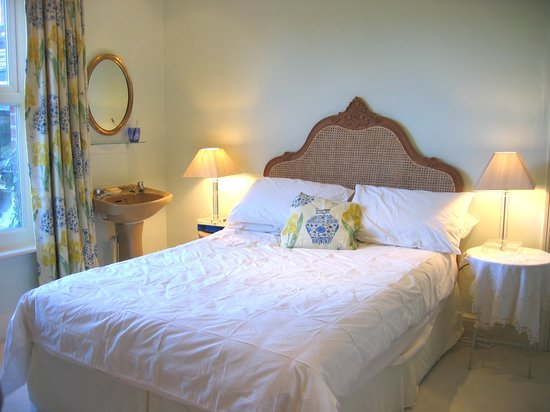 Ranelagh B&B: Double bedroom