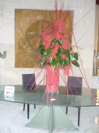 Silken Al-Andalus Palace Hotel: adordo floral en zonas comunes