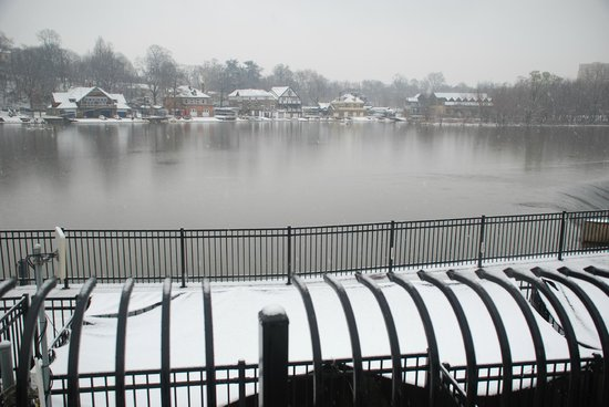 Philly Tour Hub: Boathouse Row, Schuylkill River