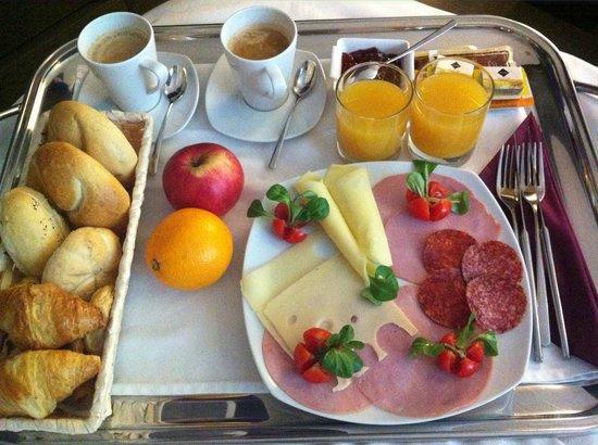 โรงแรมพาลาซโซซิชชี: Breakfast in bed