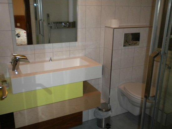 Hotel A l'Ange: salle de bain