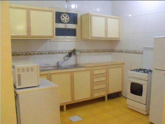 Arinza Tower Quality Suites: Kitchen