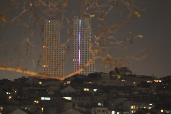 Point Hotel Taksim: looking out of room window