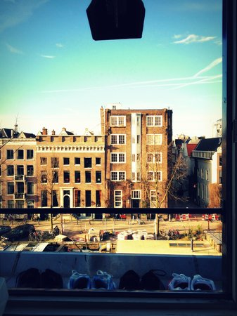 Singel Hotel Amsterdam: View from our room on the 4th floor