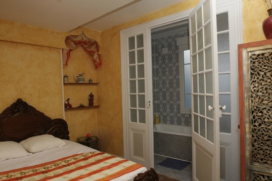 Villa Caroline: chambre essaouira avec salle de bain
