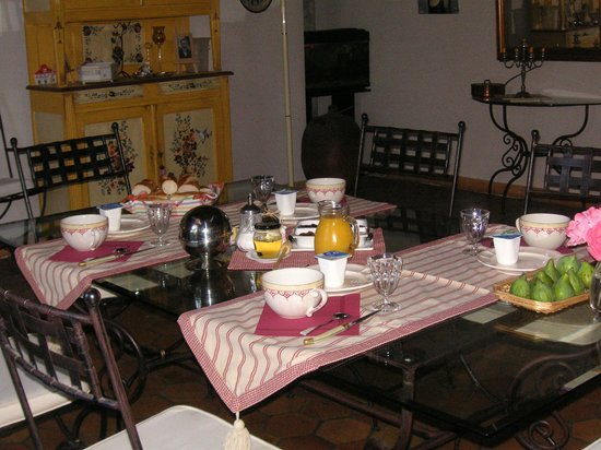 La Clisse, Frankreich: petit déjeuner