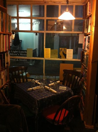 Boulevard Bookshop and Thai Cafe: Book early