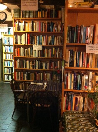 Boulevard Bookshop and Thai Cafe: J&V 1st Visit
