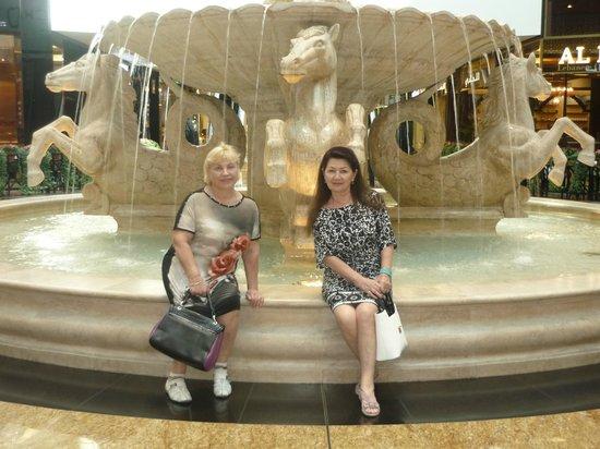 Citymax Hotels Bur Dubai: Рядом молл и это удобно. Там и обмен валюты и посадка на метро.