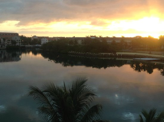 Pelican Bay at Lucaya: Sunrise view from our balcony (water view suite)