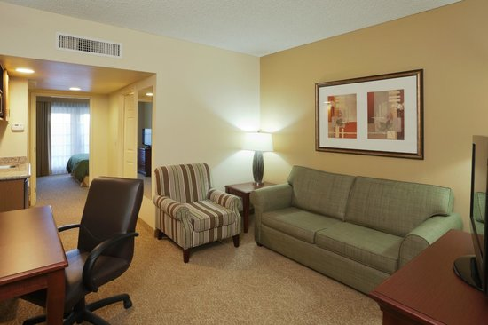 Country Inn & Suites by Radisson, Mesa, AZ: Suite Living Room