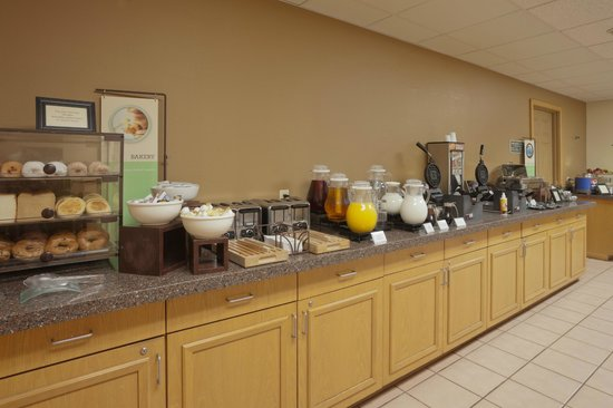 Country Inn & Suites By Carlson, Mesa: Breakfast Buffet