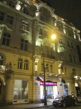 Hotel Century Old Town Prague - MGallery by Sofitel: The building looks great in any lightning