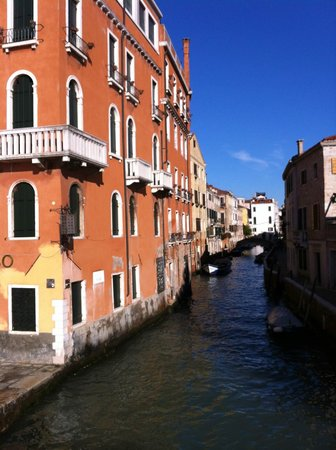 Ca' del Nobile: Side Street Canal, Venice - 31.12.2012