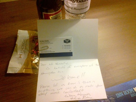 Hampton Inn by Hilton Sydney: Personal Greeting, free beer,free water, free nuts...nice