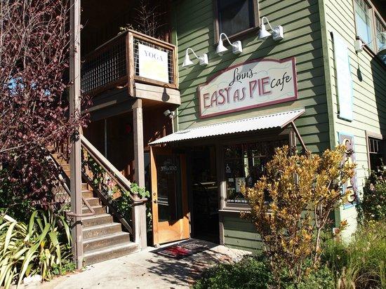 Linn's Easy As Pie Cafe: Linn's facade