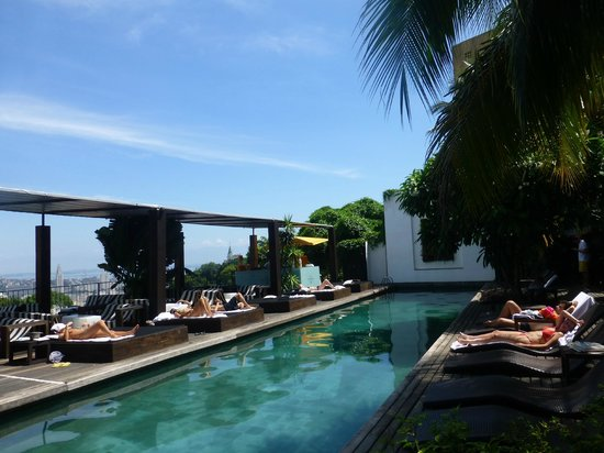 Hotel Santa Teresa MGallery by Sofitel: Relaxing by the pool
