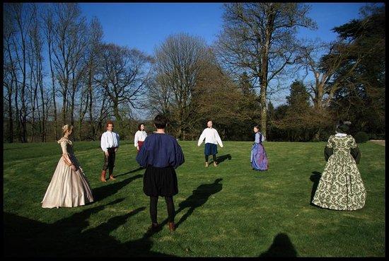 des hôtes dans le parc du chateau de la Flocelliere en Vendee