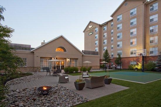 Homewood Suites by Hilton Cambridge-Waterloo, Ontario : Courtyard at Dusk