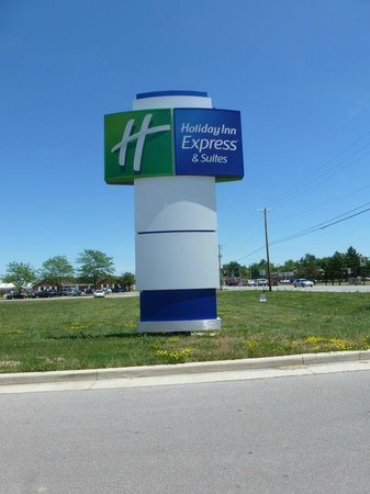 Holiday Inn Express Hotel & Suites Portland: Sign on road